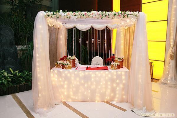 婚宴布置 婚礼布置攻略 >> 签到桌布置案例欣赏  本文更新于:2014-9-2