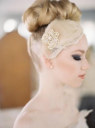 挑选澄海婚纱礼服的头纱需要注意下面几个小步骤澄海婚纱礼服