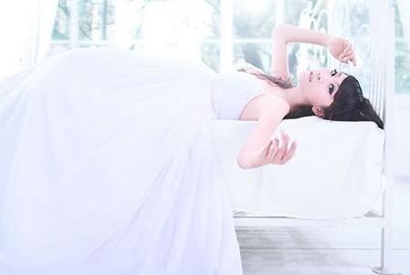 婚纱穿戴怎样彰显漂亮的身躯与身姿澄海婚纱礼服