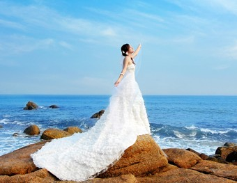 怎样挑选婚纱礼服才最好?澄海婚纱礼服