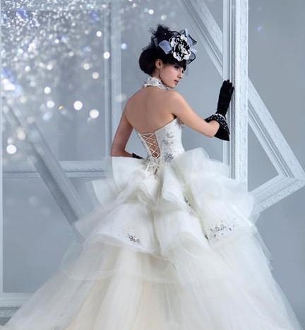 挑选澄海婚纱礼服的头纱需要注意下面几个小步骤