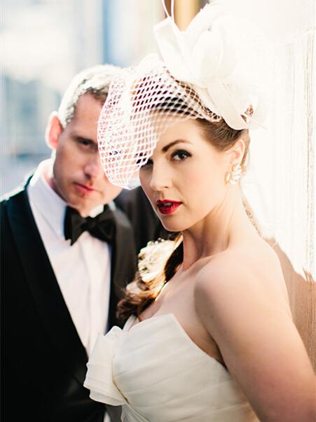 新娘头纱的戴法步骤图解 变身优雅新娘