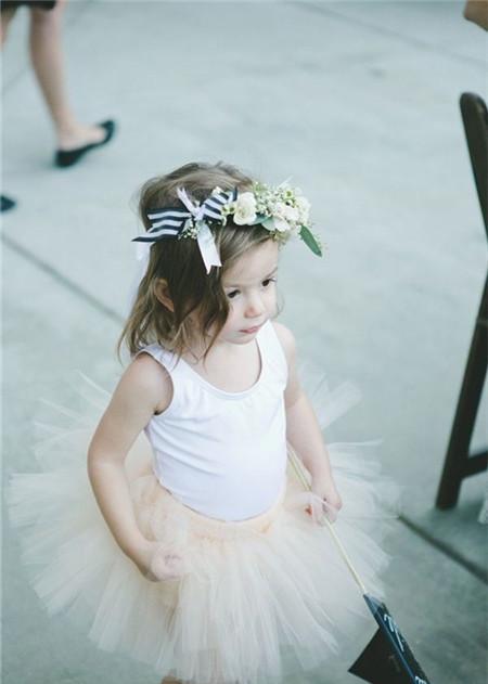 波西米亚风婚礼现场小花童服装造型 吸引你目光