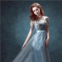 订婚礼服款式选择 颜色搭配有讲究澄海婚纱照,澄海婚礼策划,汕头婚纱照,汕头婚礼策划