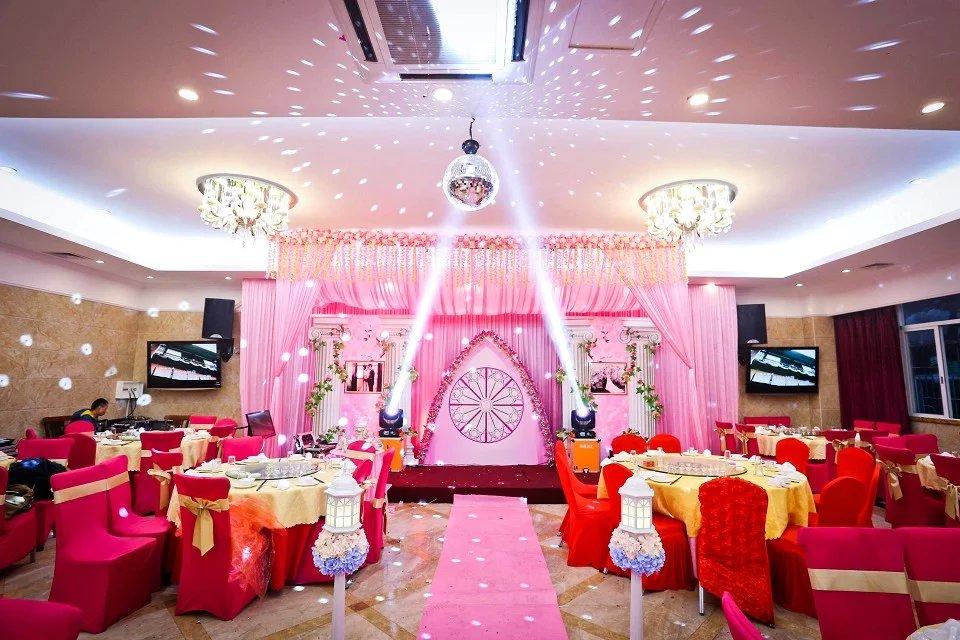 >> 文章内容 >> 婚礼庆典之婚庆现场布置合同  婚礼庆典细仪式?